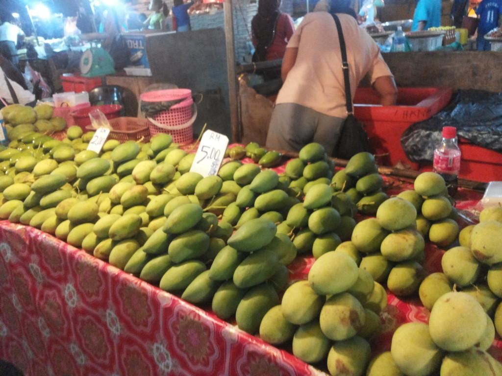 很多綠色的芒果