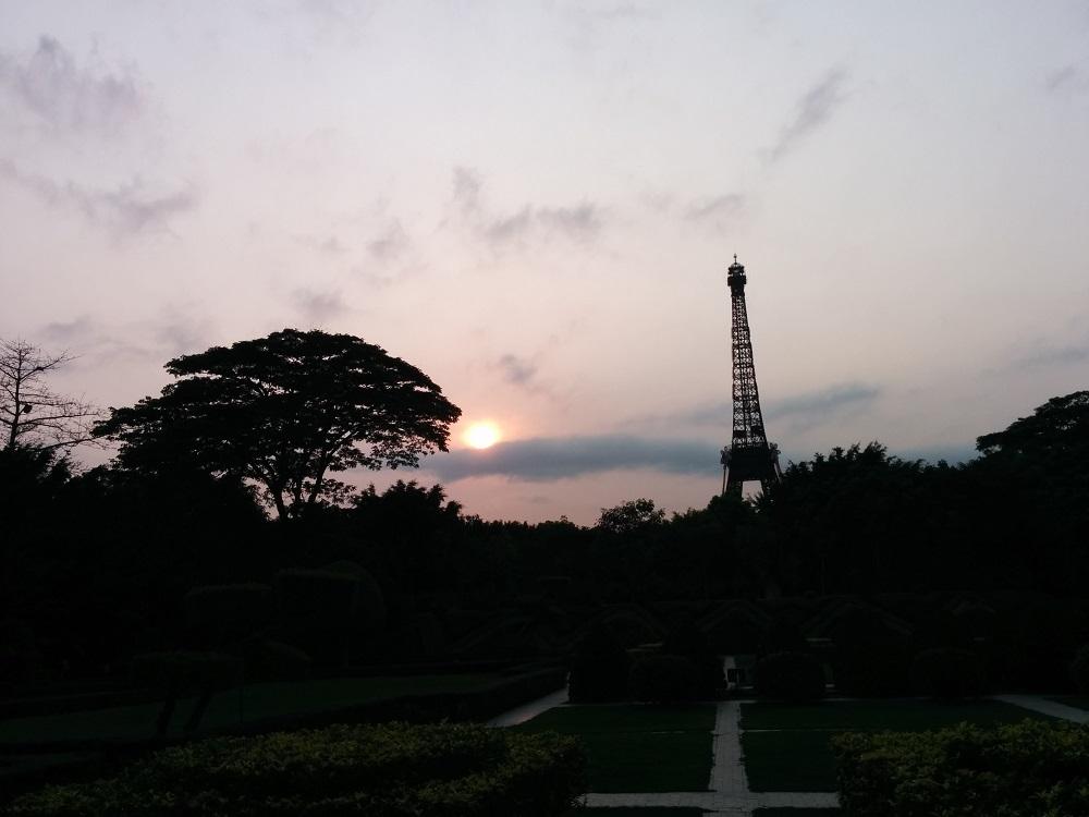 日落下的深圳鐵塔