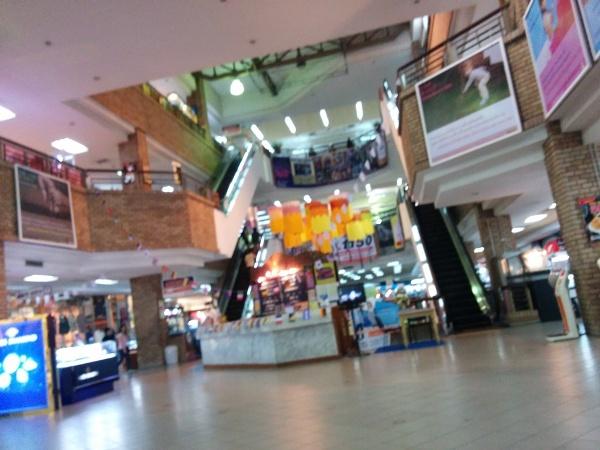 內裏是舊式的商場