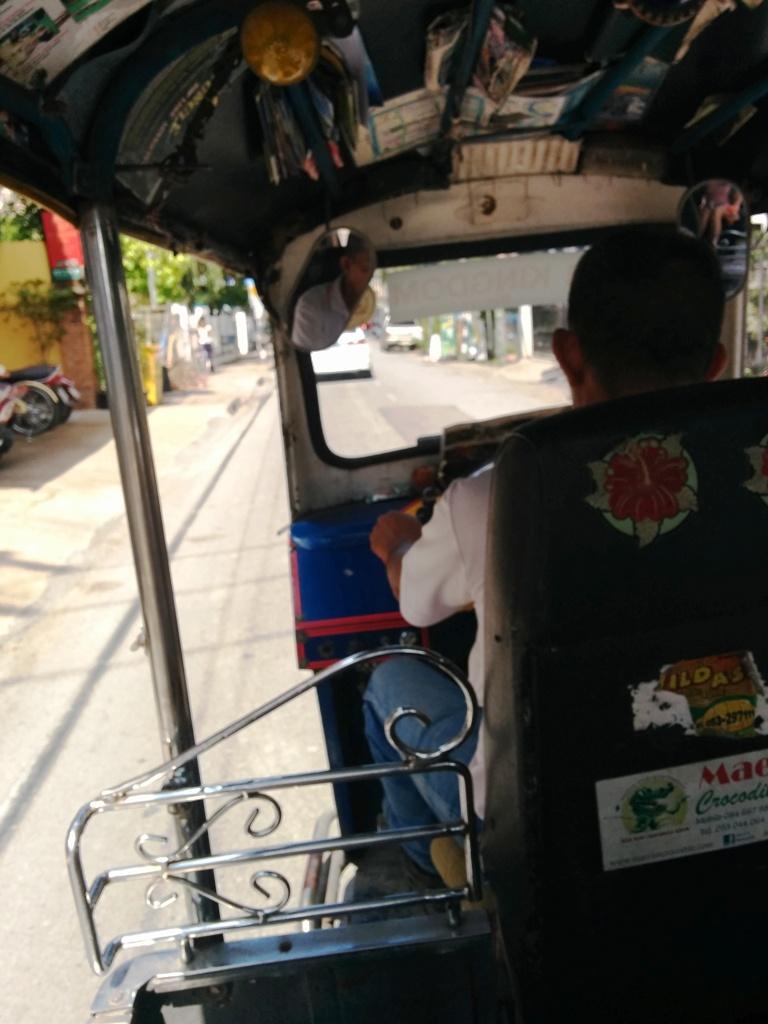 坐tuktuk回酒店