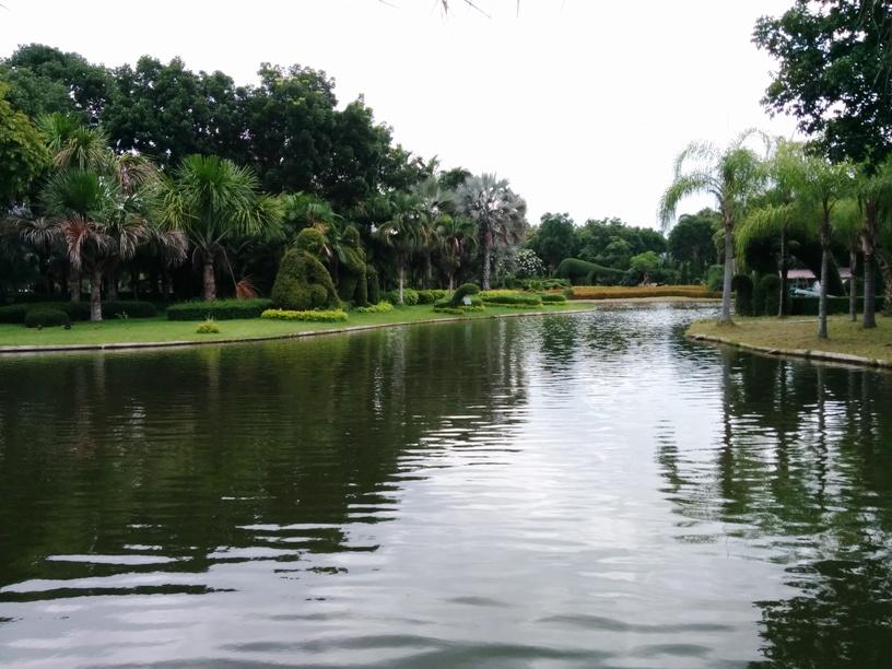 公園內的人工湖-5