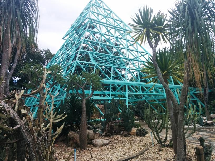找到藍色金字塔了-19