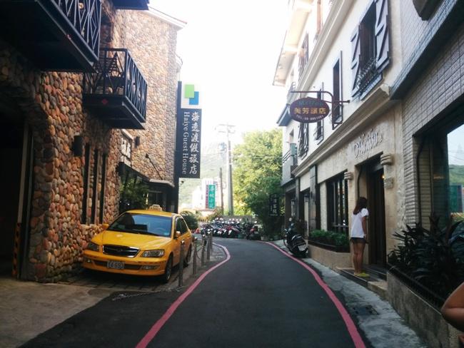 墾丁大街旁的小巷