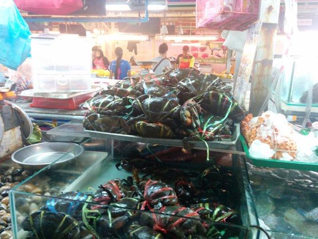 一整排都是賣海鮮