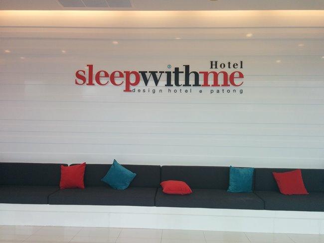紅白為主題的酒店