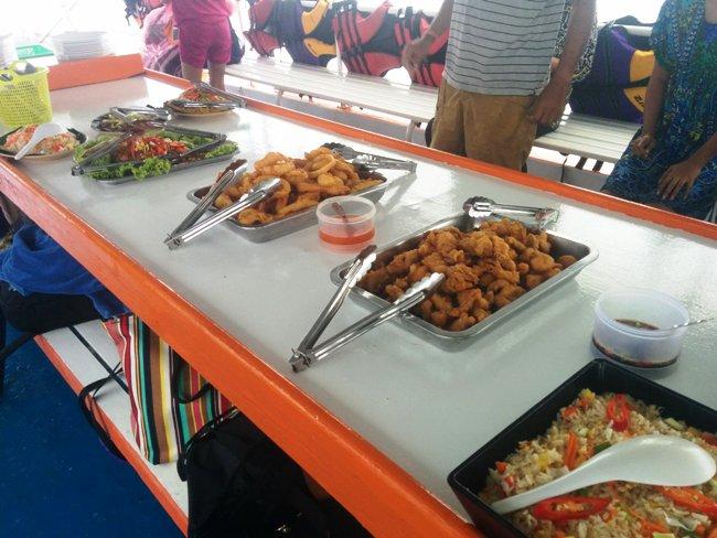 船上的自助午餐