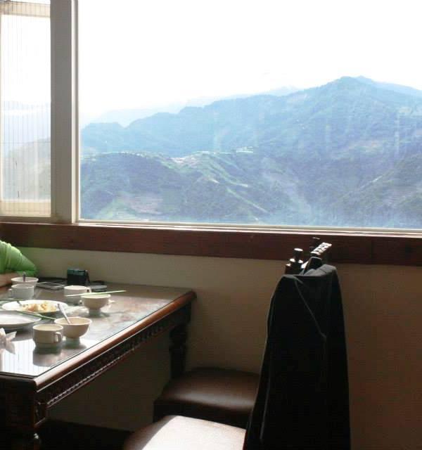清境民宿可以遠眺外面的景色