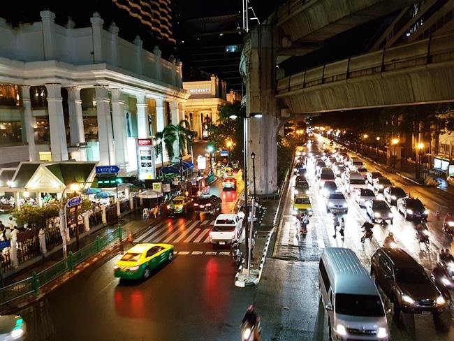 曼谷市中心晚上