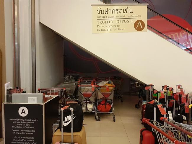 低層超市行李寄存