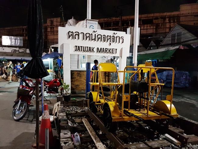 JJ Market 都是露天的,場地前身大概是火車站吧。