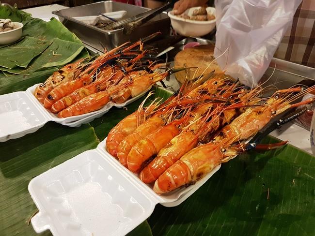 大頭蝦!! 令小編想起上次到台灣墾丁的爆膏大頭蝦呢~