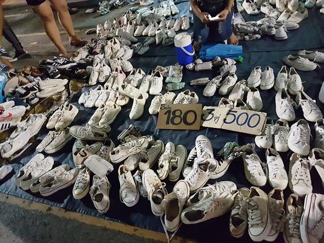 超便宜的鞋。其實這裡是放大了100倍的露天旺中。