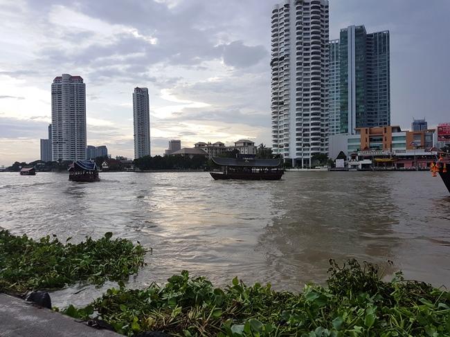 很髒的曼谷昭河