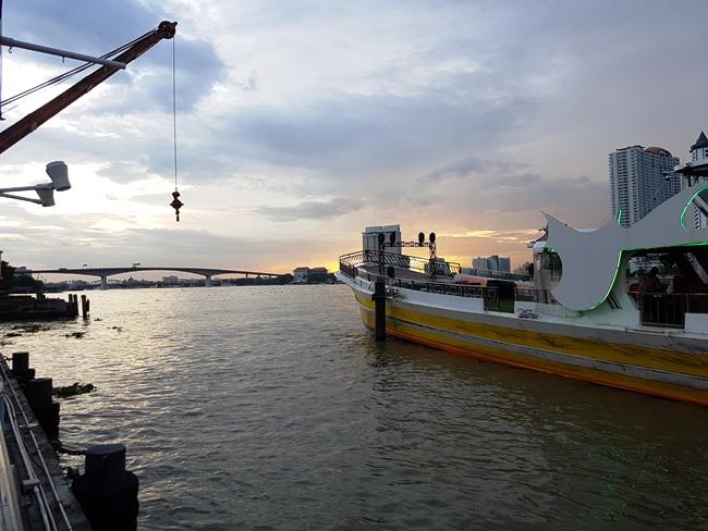 黃昏下的曼谷昭河