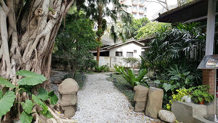 木屋外的庭園