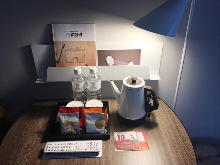 桌上的濾泡式咖啡包