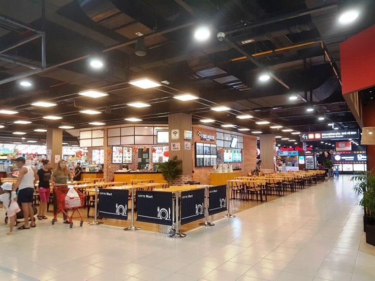 底層的小food court