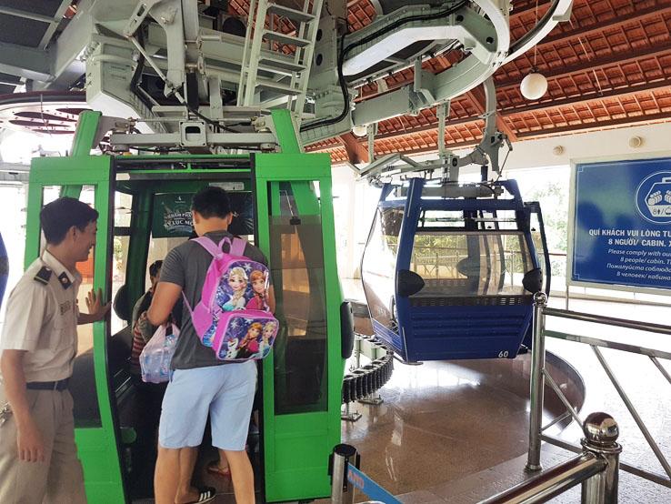 乘坐誇海纜車