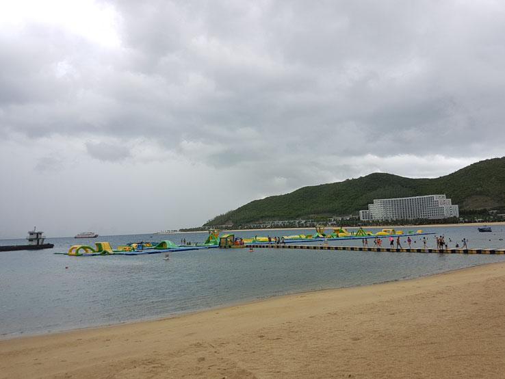 沙灘邊的水上活動