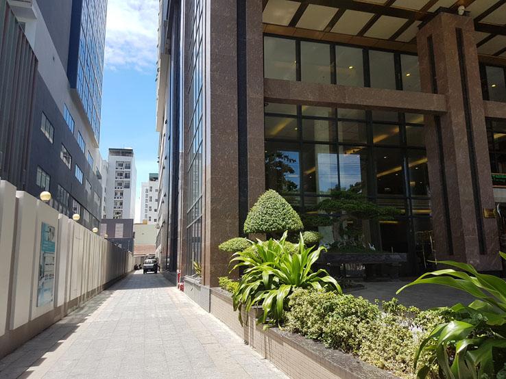 酒店旁邊的小巷