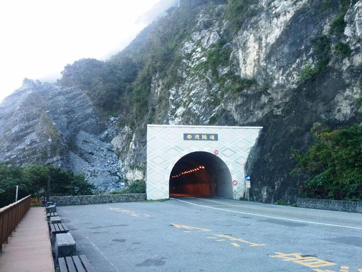 崇德隧道口