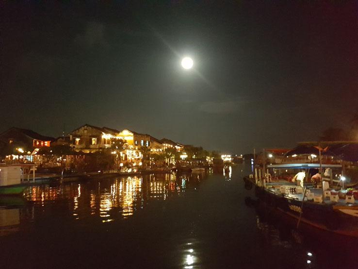 月光下的會安古城