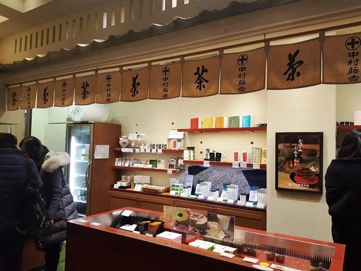 門口旁邊的抹茶產品