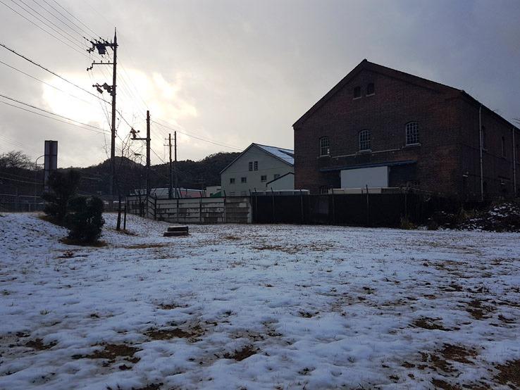 輕雪下的軍庫
