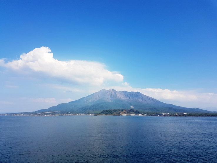 遠遠的看到火山