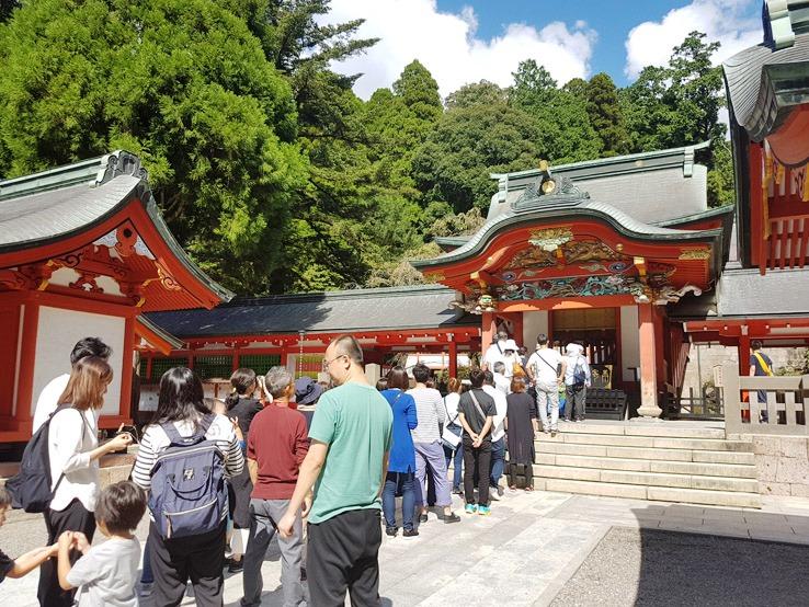 排隊參拜神社