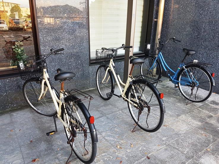 大家都是騎腳踏車